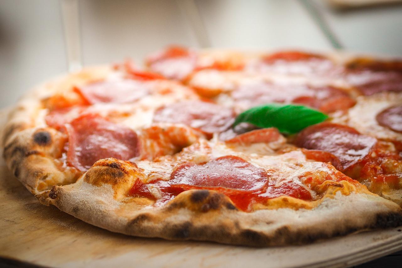 So einfach bleibt die Pizza beim Aufwärmen in der Mikrowelle ...