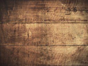 Was tun bei Kratzern in Möbeln? Frag deine Kinder nach Wachsmalstiften