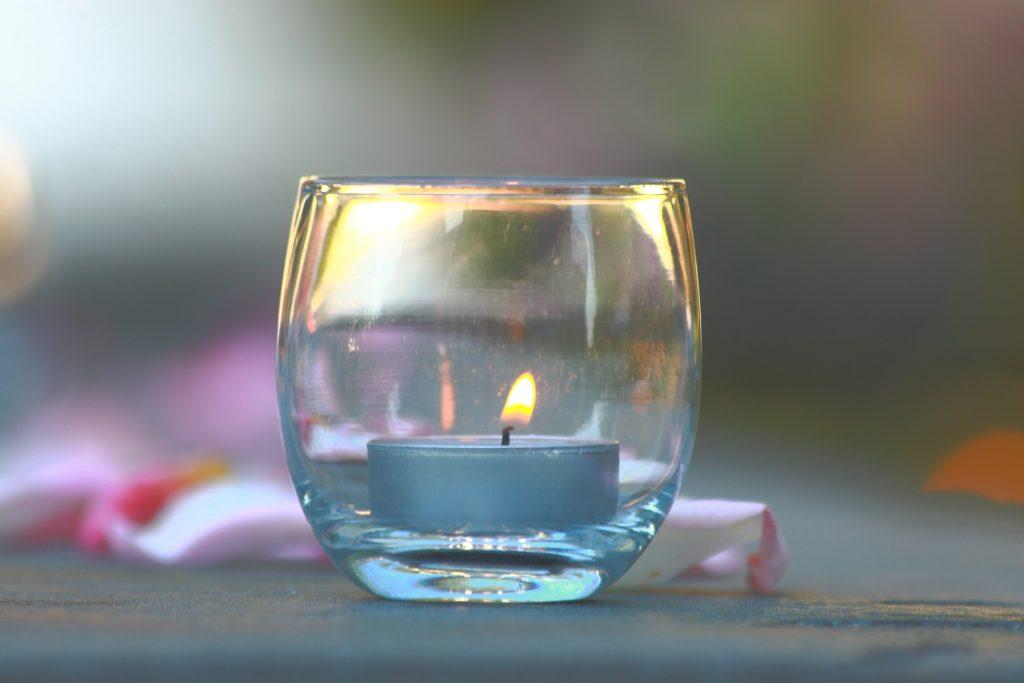 Wachs aus Kerzenglas entfernen