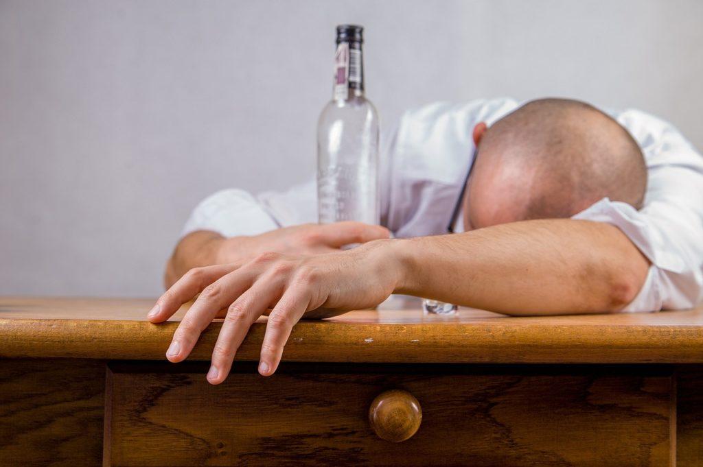 Mann betrunken
