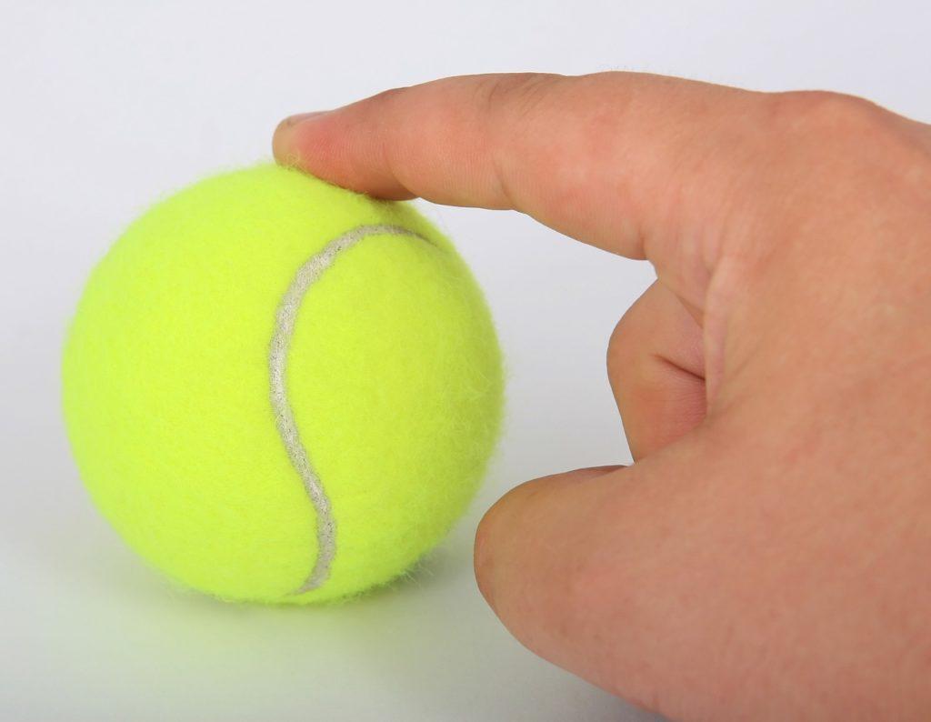 gelber Tennisball