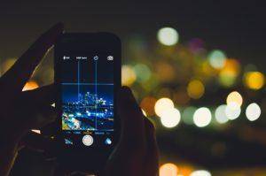 Smartphone Display zu hell? Dieser Lifehack macht dein iPhone richtig dunkel